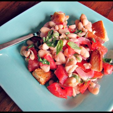 Panzanella: Bread Salad with Bends and Tomato | www.infinebalance.com #salad #recipe #vegetarian