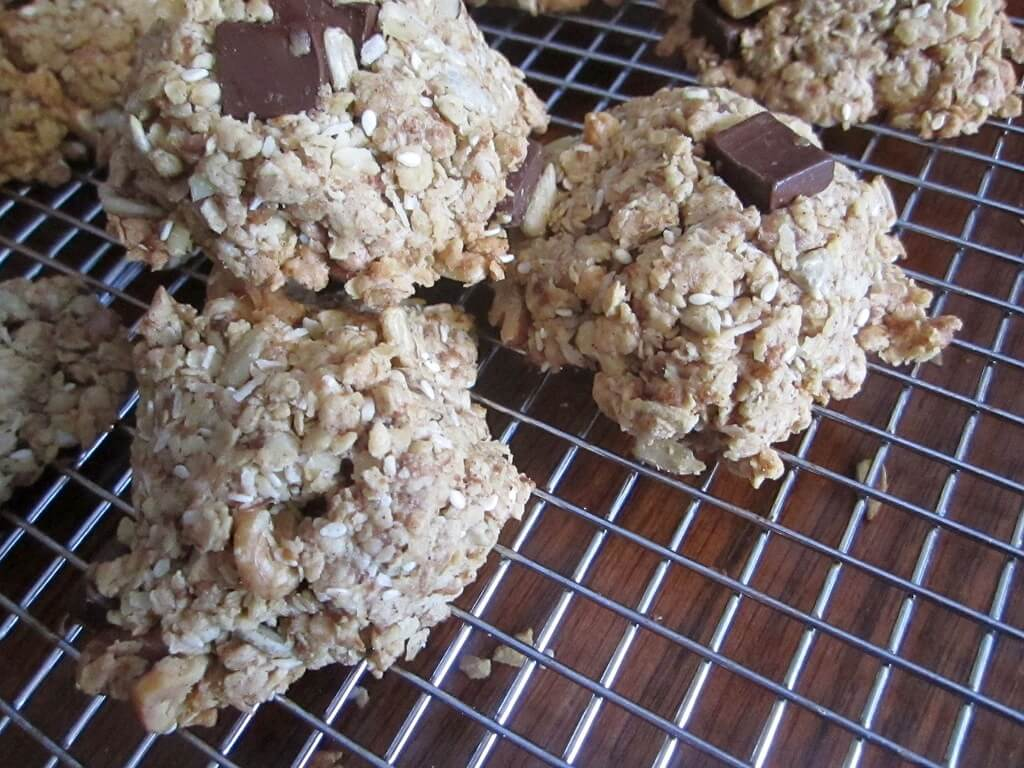 Chocolate Chip and Oats Cookies | www.infinebalance.com #healthy #vegan