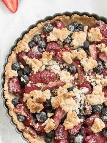 vegan mixed berry crumble pie