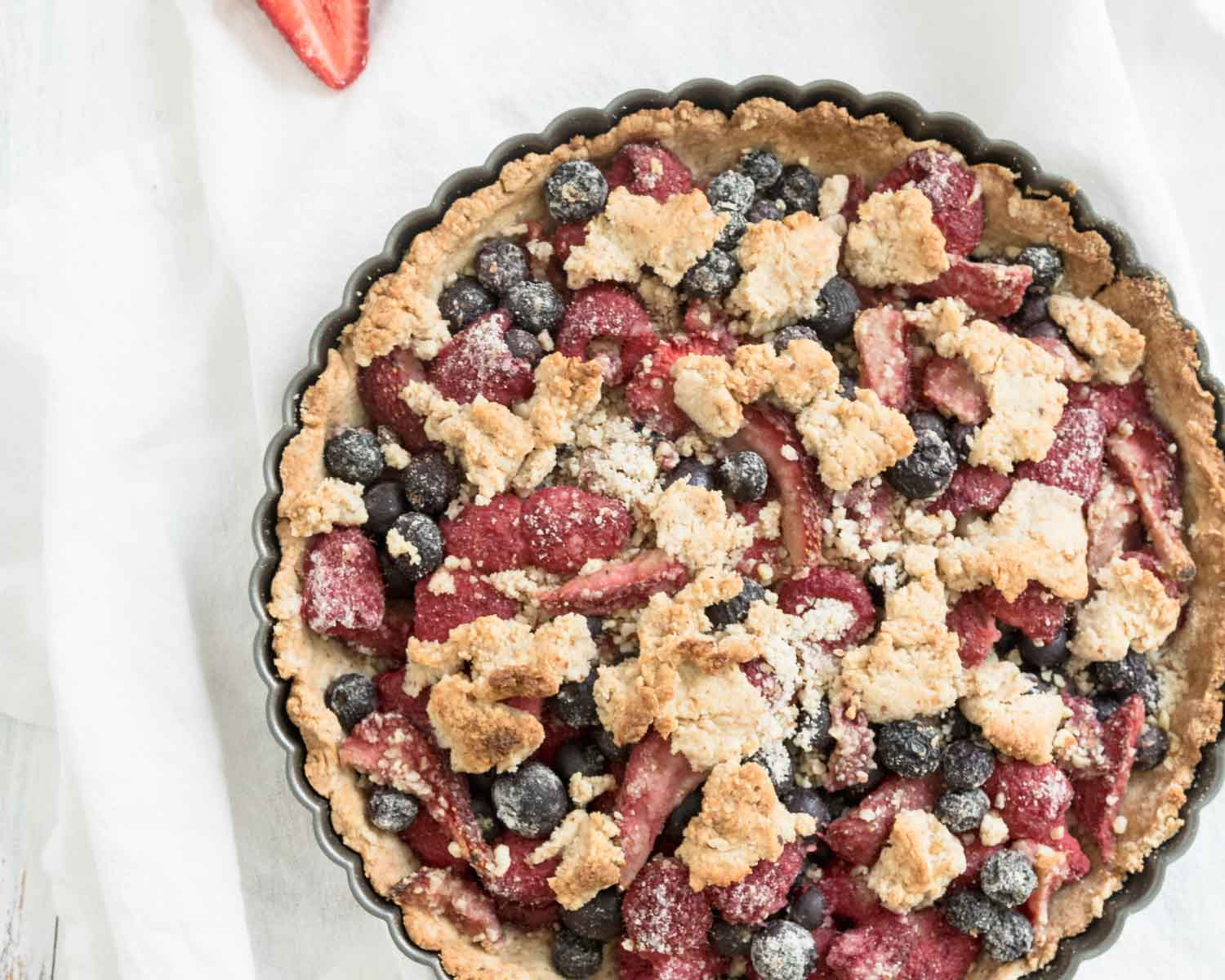 vegan mixed berry crumble pie