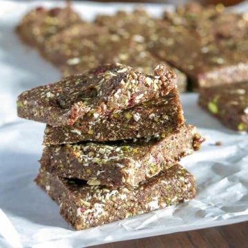 pistachio cranberry power bars | www.infinebalance.com