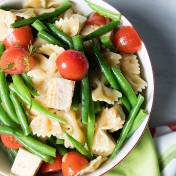 Bowtie pasta tofu salad with cherry tomatoes and green beans