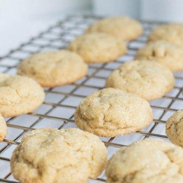 brown sugar crinkle cookies on a cooling rack
