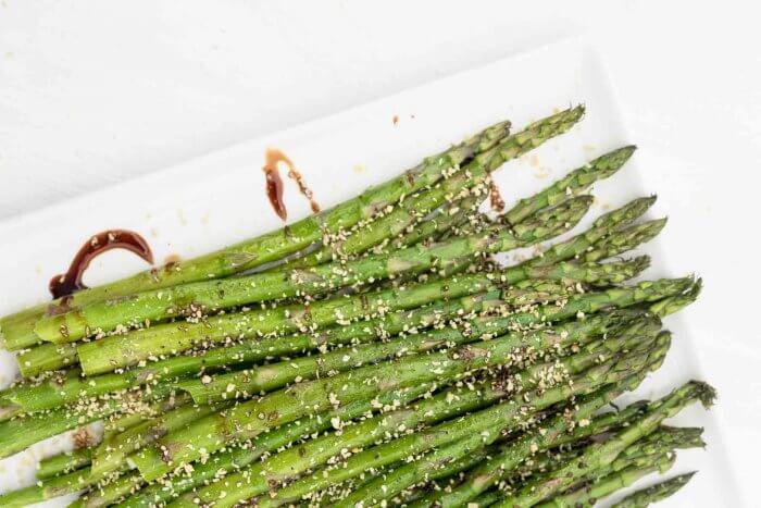 balasamic drizzled roasted asparagus