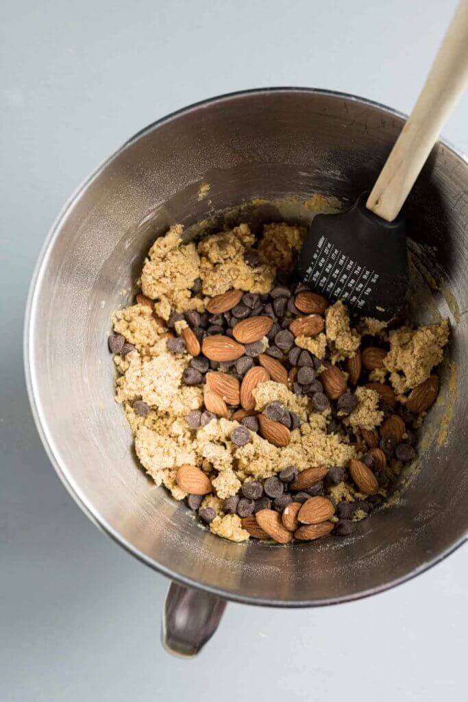 mix chocolate and almonds by hand