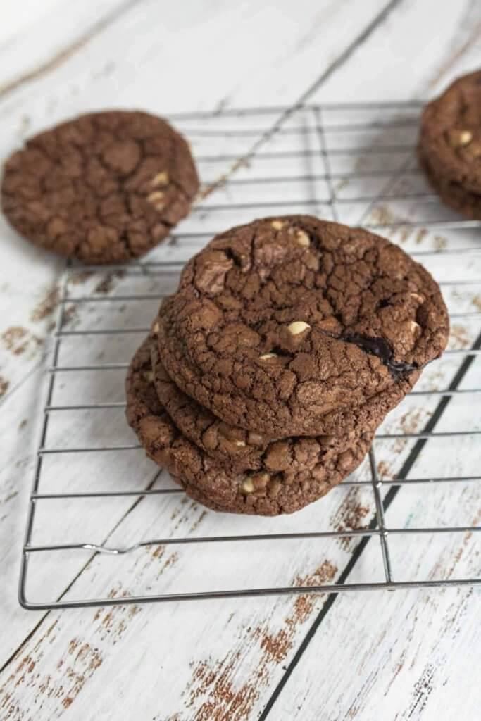 dark chocolate cinkle cookies on a cooling rack